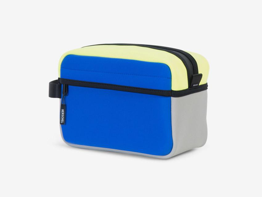 Herschel Supply — Chapter Travel Kit — cestovní toaletní taštička, pouzdro — modrá, žlutá, šedá, pastelová