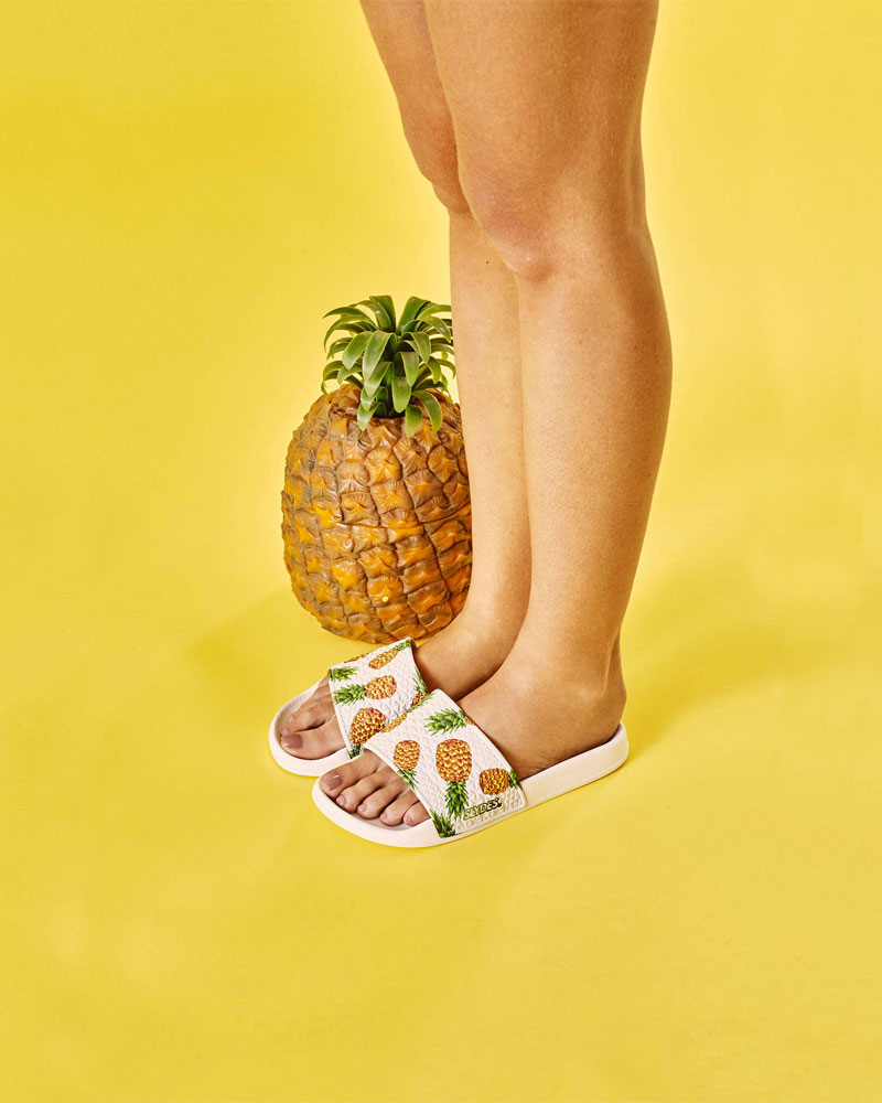 Slydes — dámské pantofle — bílé s ananasy — nazouváky, slides