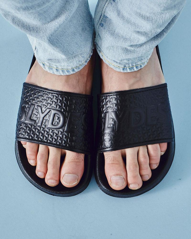 Slydes — pánské pantofle — černé, embosované — nazouváky, slides