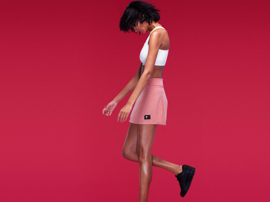 Full Court — růžová sportovní sukně — bílý sportovní top, sportovní podprsenka — dámské sportovní oblečení — 2016