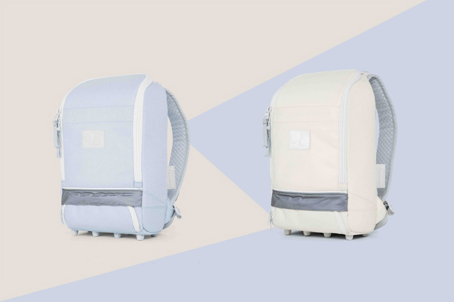 PINQPONQ — plátěné batohy z PET lahví — Cubik Small Popcorn White (bílý) — Cubik Small Danish Blue (světle modrý)