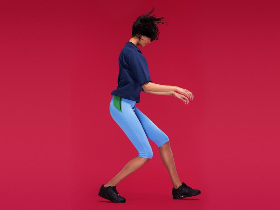 Full Court — dámská tmavě modrá sportovní mikina — světle modré legíny pod kolena — dámské sportovní oblečení — 2016