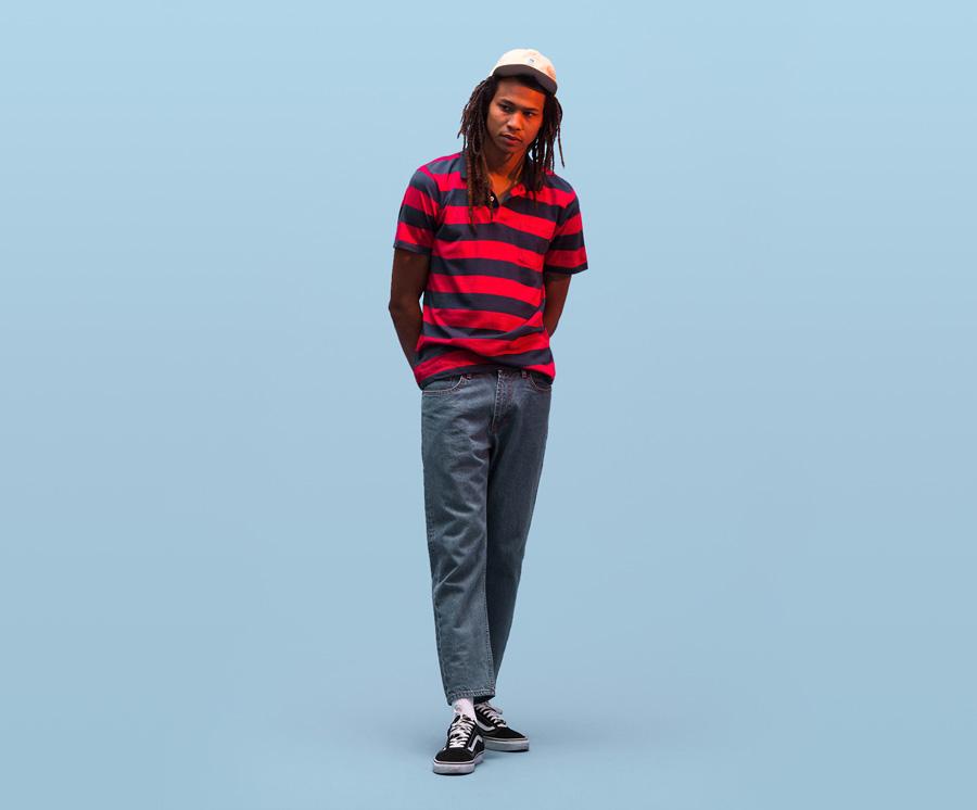 Obey — modro-červené pruhované polo, třičko s límečkem — jeans kalhoty, denim, džíny — pánské oblečení — léto 2016