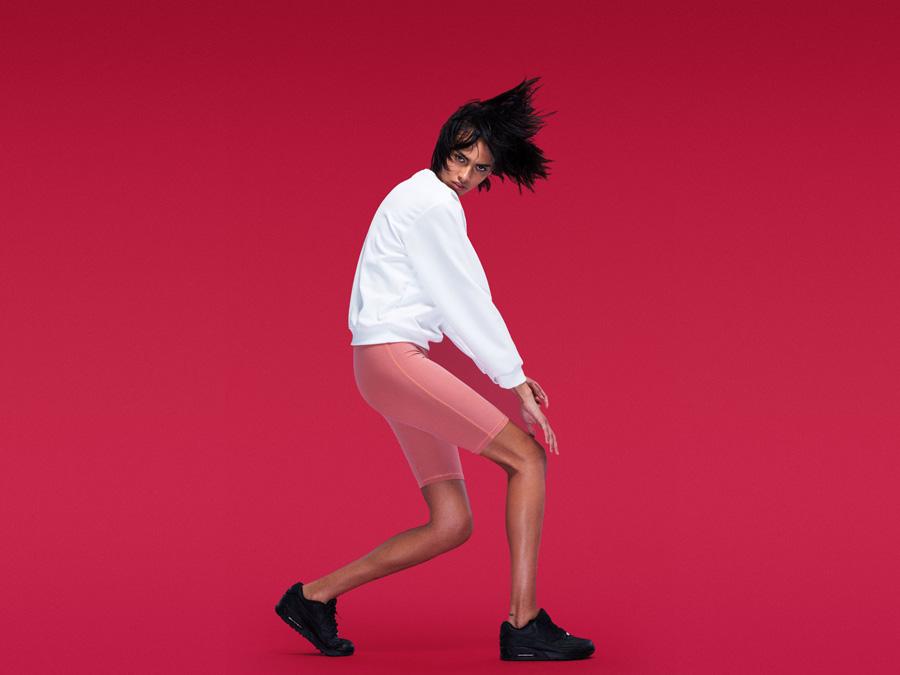 Full Court — dámská bílá sportovní mikina — sportovní růžové krátké legíny, šortky — dámské sportovní oblečení — 2016