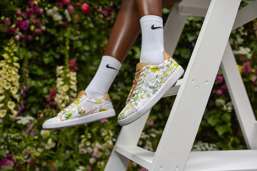 NikeCourt x Liberty Tennis Classic — boty, tenisky — dámské — bílé — barevný rostlinný vzor