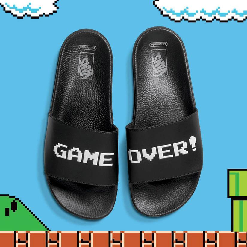 Vans x Nintendo — Slide-On Sandals — černé pantofle — pánské, dámské — Game Over