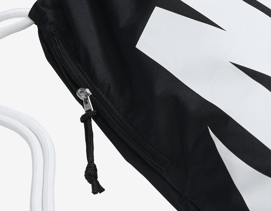 Nike Heritage Gymsack — vak na záda se silnými popruhy — pytel — černý — detail kapsy