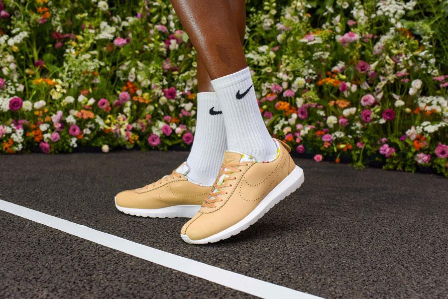NikeCourt x Liberty Cortez — boty, tenisky — dámské — béžové, hnědé — barevný rostlinný vzor