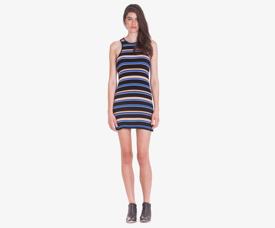 Obey — letní černé pouzdrové šaty s modrými a oranžovými vodorovnými pruhy — dámské oblečení — léto 2016