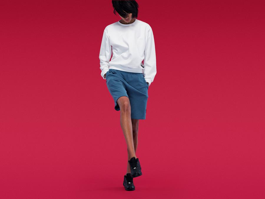 Full Court — dámská sportovní bílá mikina — dámské sportovní modré šortky — dámské sportovní oblečení — 2016