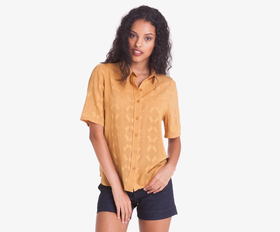 Obey — dámská košile s krátkým rukávem, hořčicová — modré kraťasy, šortky, denim — dámské oblečení — léto 2016
