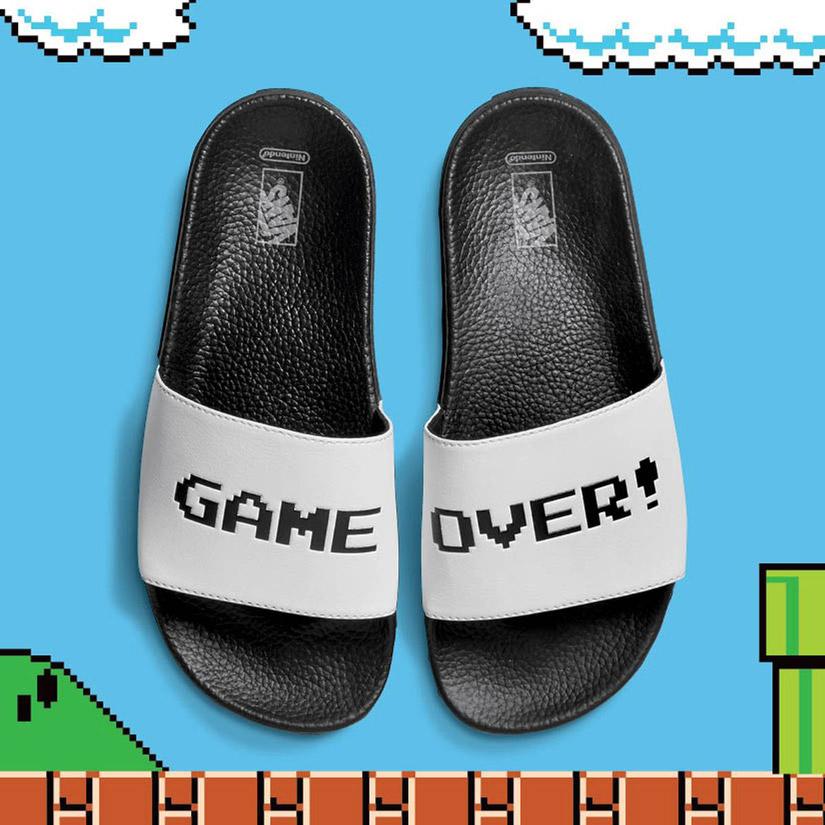 Vans x Nintendo — Slide-On Sandals — bílé pantofle — pánské, dámské — Game Over