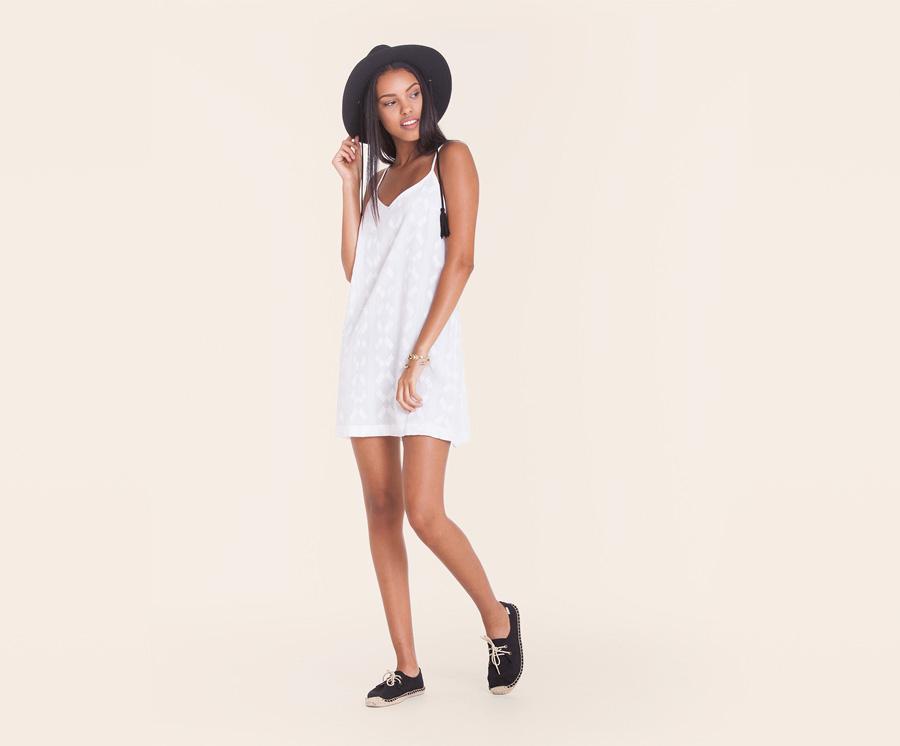 Obey — dámské volné letní šaty s ramínky — bílé s nenápadným vzorem — dámské oblečení — léto 2016