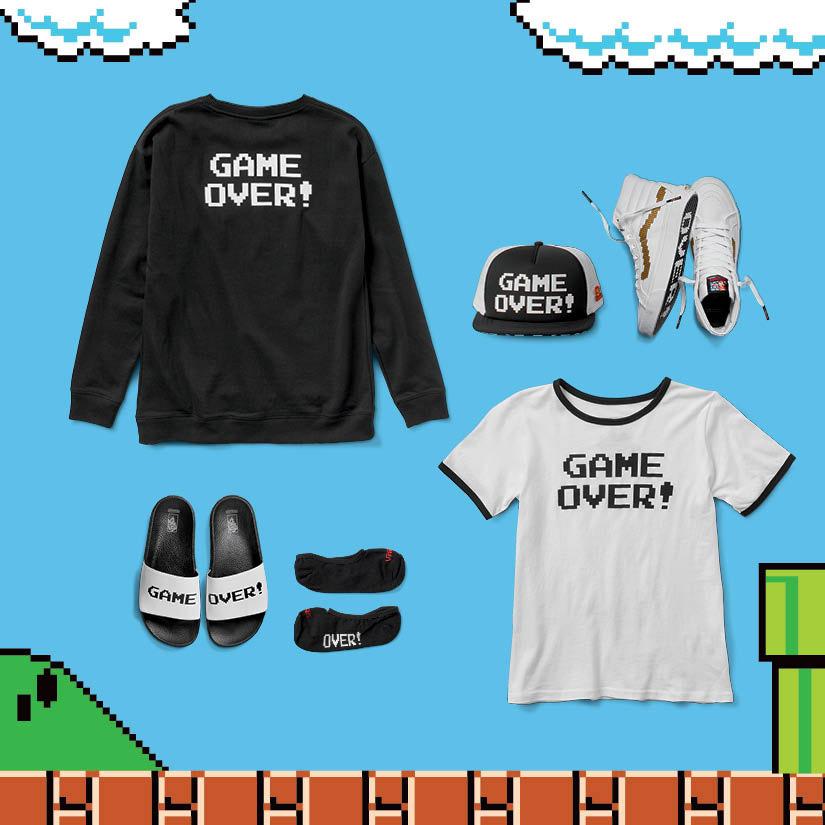 Vans x Nintendo — oblečení Game Over — černá mikina, bílé tričko, pantofle, kšiltovka, kotníkové tenisky Sk8-Hi Slim