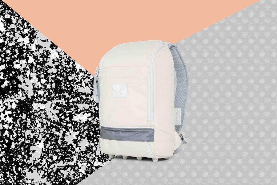 PINQPONQ — plátěný batoh z recyklovaných PET lahví — Cubik Small Popcorn White — bílý