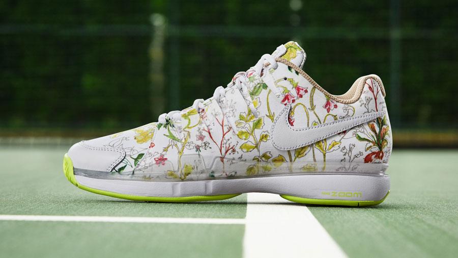 NikeCourt x Liberty Air Zoom Vapor 9.5 — boty, tenisky — dámské — bílé — barevný rostlinný vzor