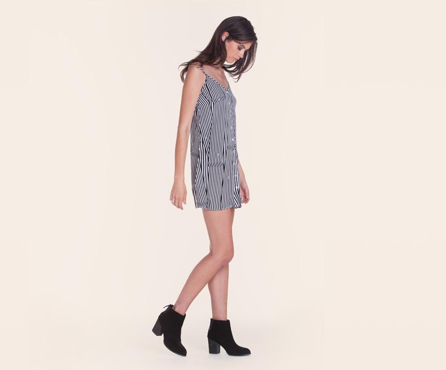 Obey — dámské volné letní šaty s ramínky — černo-bílé, svisle proužkované — dámské oblečení — léto 2016