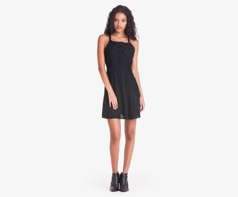 Obey — černé letní šaty s ramínky — dámské oblečení — léto 2016