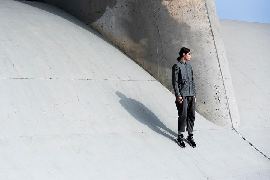 adidas Originals — Regista — pánská sportovní bunda, šedá — tříčtvrteční pánské kalhoty, šedé — sportovní oblečení