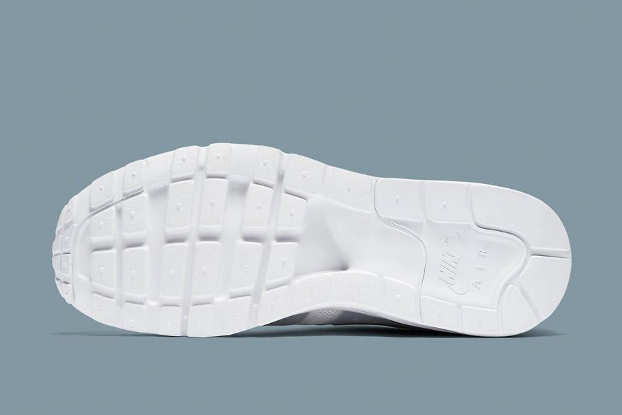 Nike Air Max Zero — bílé (white) — dámské tenisky — boty — sneakers — detail podrážky