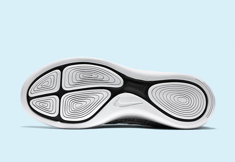 Nike LunarEpic Low Flyknit — pánské běžecké boty — tenisky — podrážka — černá, bílá