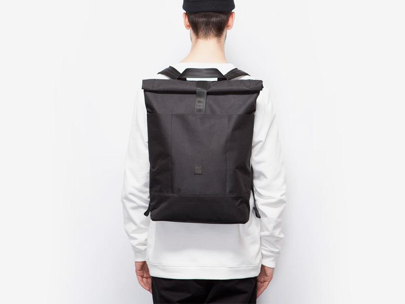Ucon Acrobatics — plátěný batoh — černý — Ringo — rolovací vstup — roll top — stylový batoh