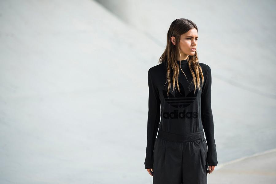 adidas Originals — Regista — černé tričko s dlouhým rukávem — dámské — sportovní oblečení