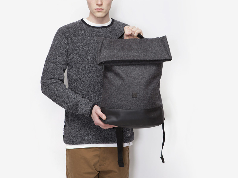 Ucon Acrobatics — plátěný batoh — tmavě šedý, černý — Kasper — přehýbací vstup — fold top — stylový batoh