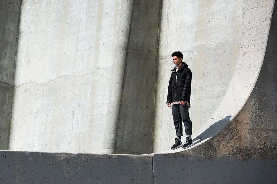 adidas Originals — Regista — černá pánská bunda — tříčtvrteční pánské kalhoty, šedé — sportovní oblečení