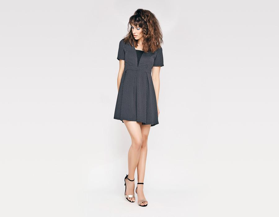 Alchymi — dámské letní šaty — v pase stažené, krátké rukávy — černé s bílými trojúhelníčky — Volcan