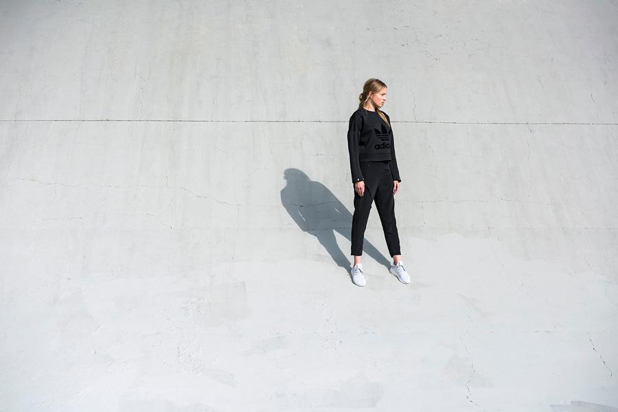 adidas Originals — Regista — dámská černá mikina — tříčtvrteční dámské kalhoty, černé — sportovní oblečení