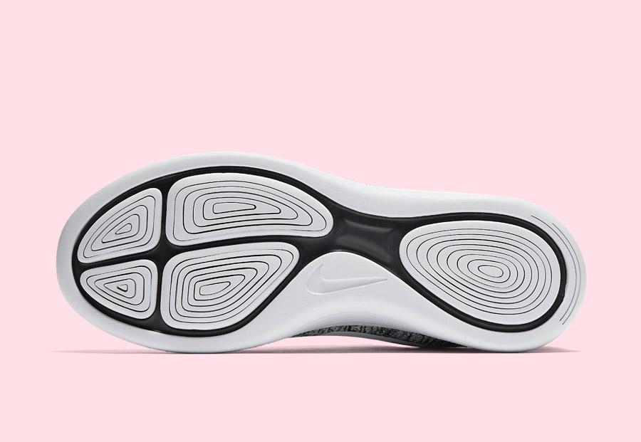 Nike LunarEpic Low Flyknit — dámské běžecké boty — tenisky — podrážka — černá, bílá