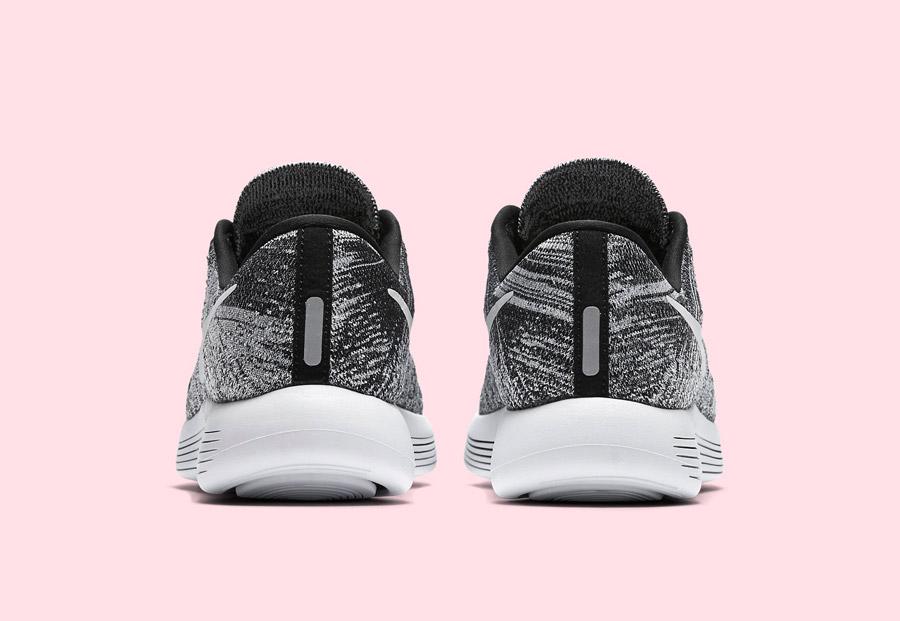 Nike LunarEpic Low Flyknit — dámské běžecké boty — tenisky — černé, bílé — zadní pohled