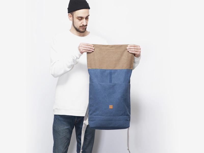 Ucon Acrobatics — plátěný batoh — tmavě modrý — Hajo — rolovací vstup — roll top — stylový batoh