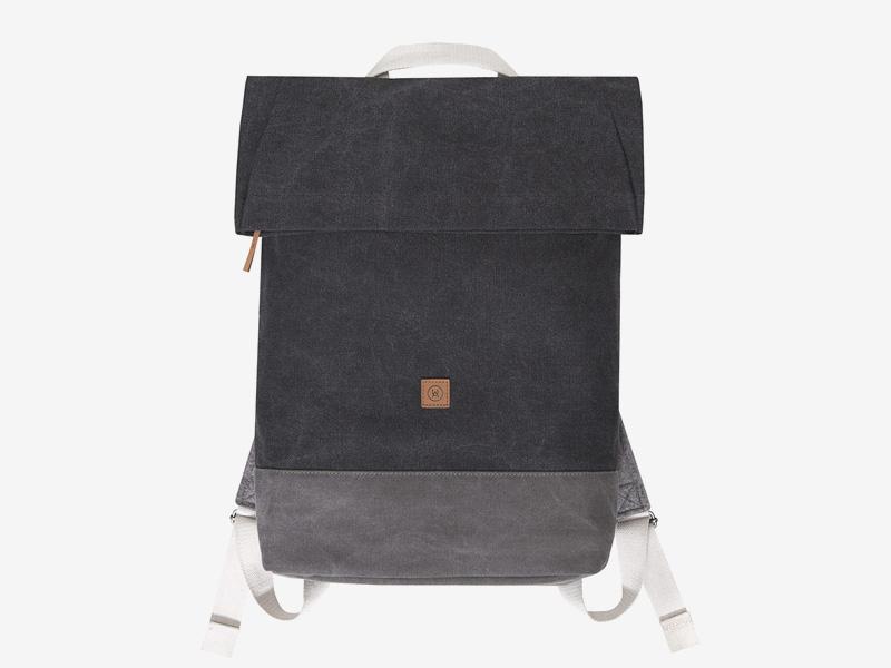 Ucon Acrobatics — plátěný batoh — tmavě šedý — Karlo — přehýbací vstup — fold top — stylový batoh