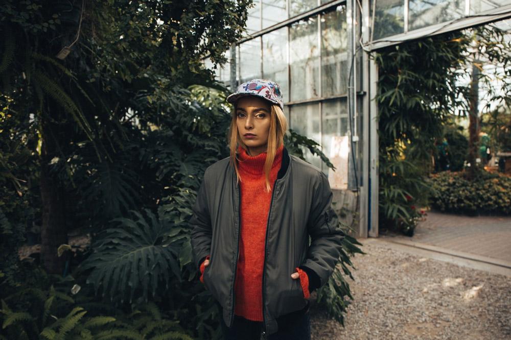 Paris+Hendzel — kšiltovka — snapback — světle růžová, barevná — pětipanelka — 5 panel — rostlinné motivy — Industrial Plants — Lost Ribbon