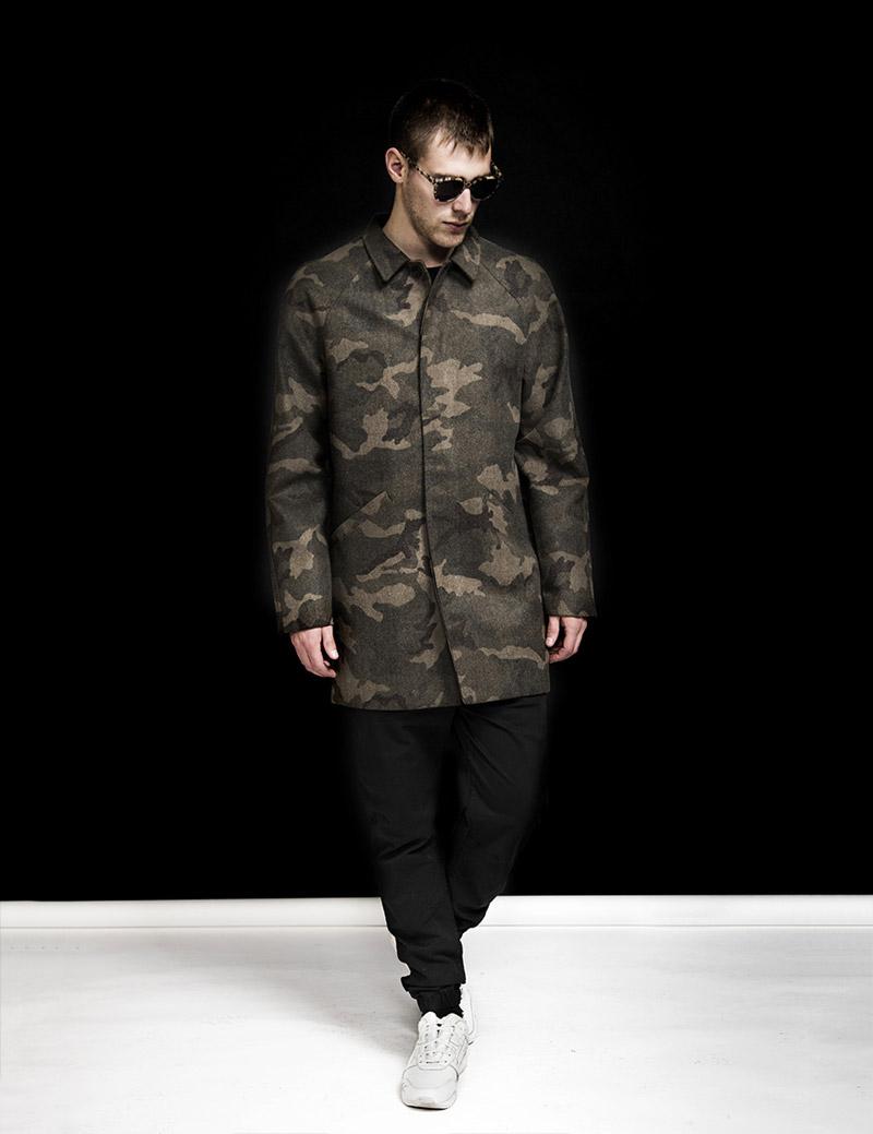 RVLT — Revolution — pánský maskáčový kabát s límcem — pánské černé kalhoty joggers — podzim/zima 2016