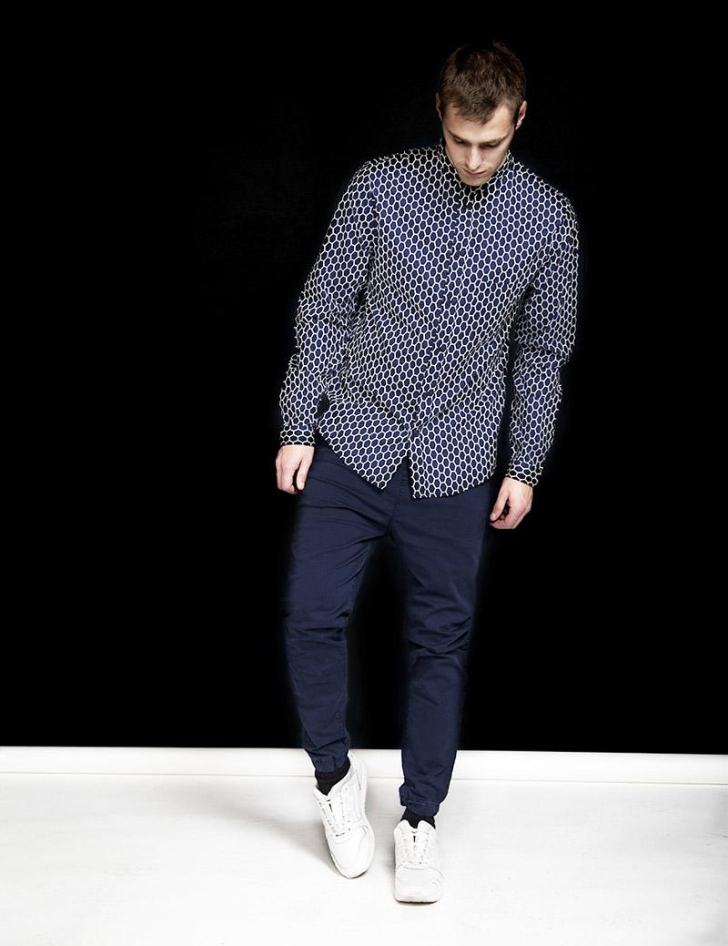 RVLT — Revolution — pánská modrá košile se vzorem, dlouhý rukáv — pánské modré kalhoty joggers — podzim/zima 2016