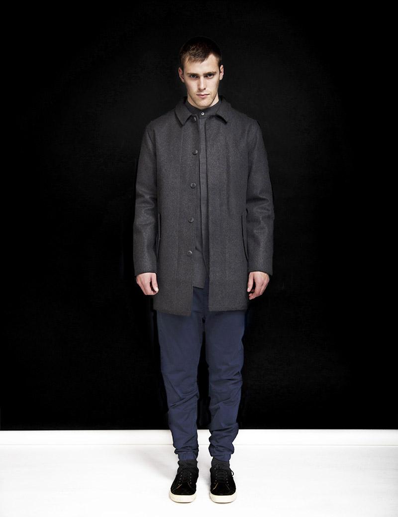 RVLT — Revolution — pánský tmavě šedý kabát s límcem — pánské plátěné modré kalhoty joggers — podzim/zima 2016