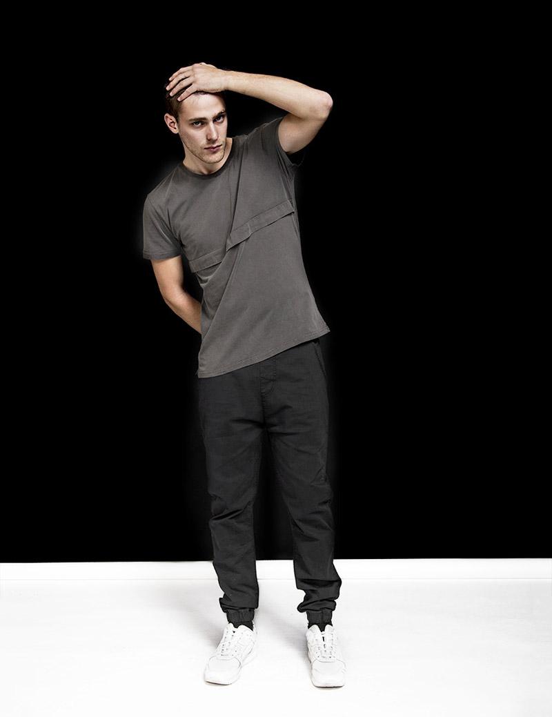 RVLT — Revolution — pánské šedé tričko s krátkým rukávem — pánské černé kalhoty joggers — podzim/zima 2016