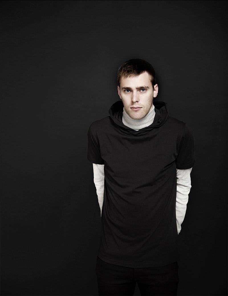 RVLT — Revolution — pánské tričko s kapucí, černé — podzim/zima 2016