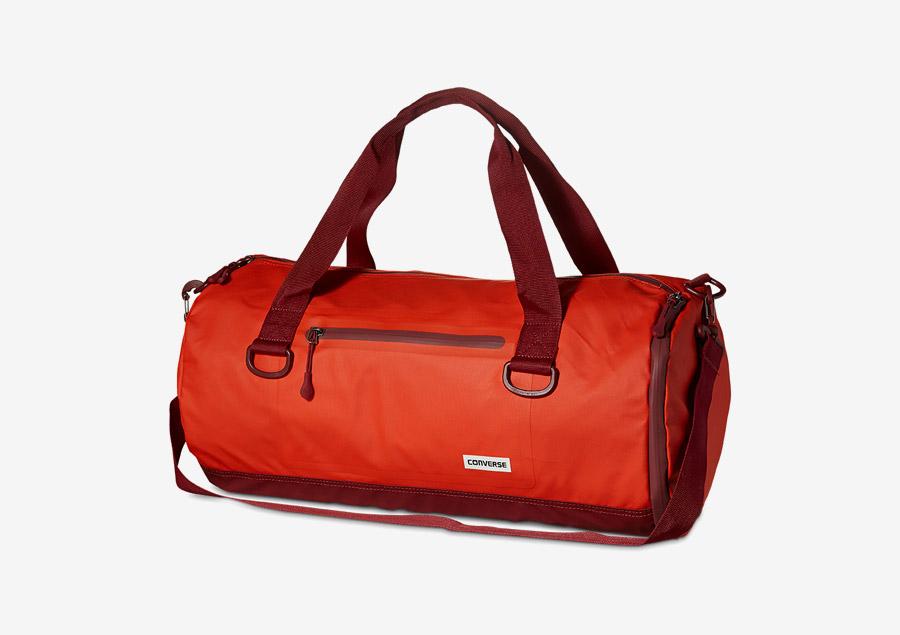 Converse Rubber Duffel — cestovní taška do ruky, přes rameno — voděodolná, nepromokavá — pogumovaná — křiklavě červená