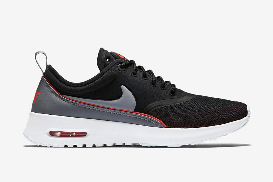 Nike Air Max Thea Ultra — dámské boty — tenisky — sneakers — černé, oranžové a šedé detaily