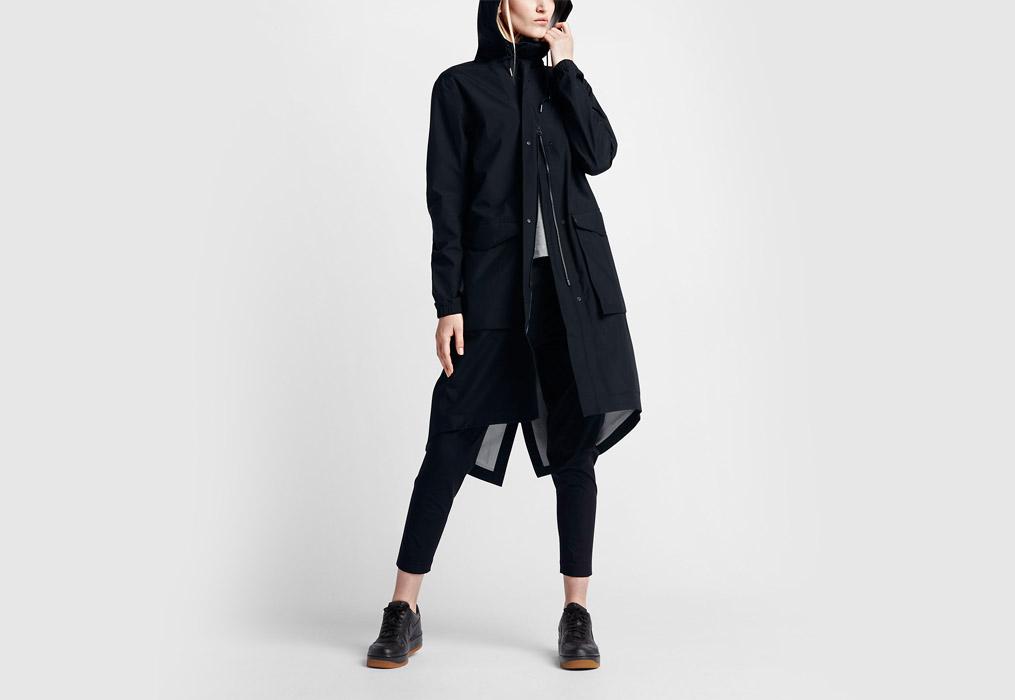 NikeLab Essentials — dámská parka — dlouhá bunda s kapucí — nepromokavá — voděodolná — černá (black)