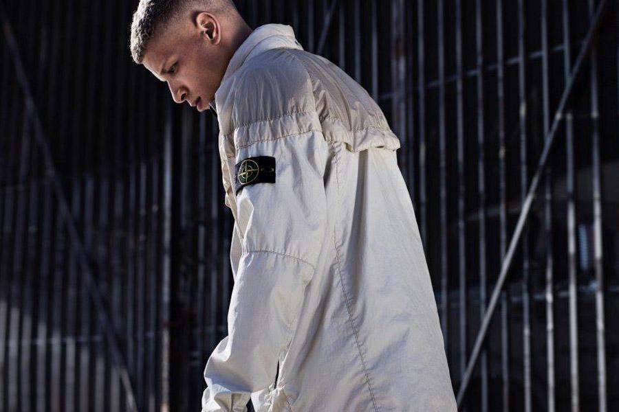 NikeLab Windrunner x Stone Island — pánská bunda — nepromokavá větrovka s kapucí — písková, světle hnědá — windbreaker