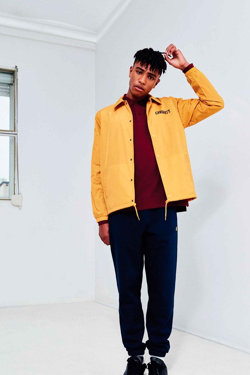 Carhartt WIP — pánská bunda do pasu s límečkem, žlutá — modré tepláky joggers, pánské