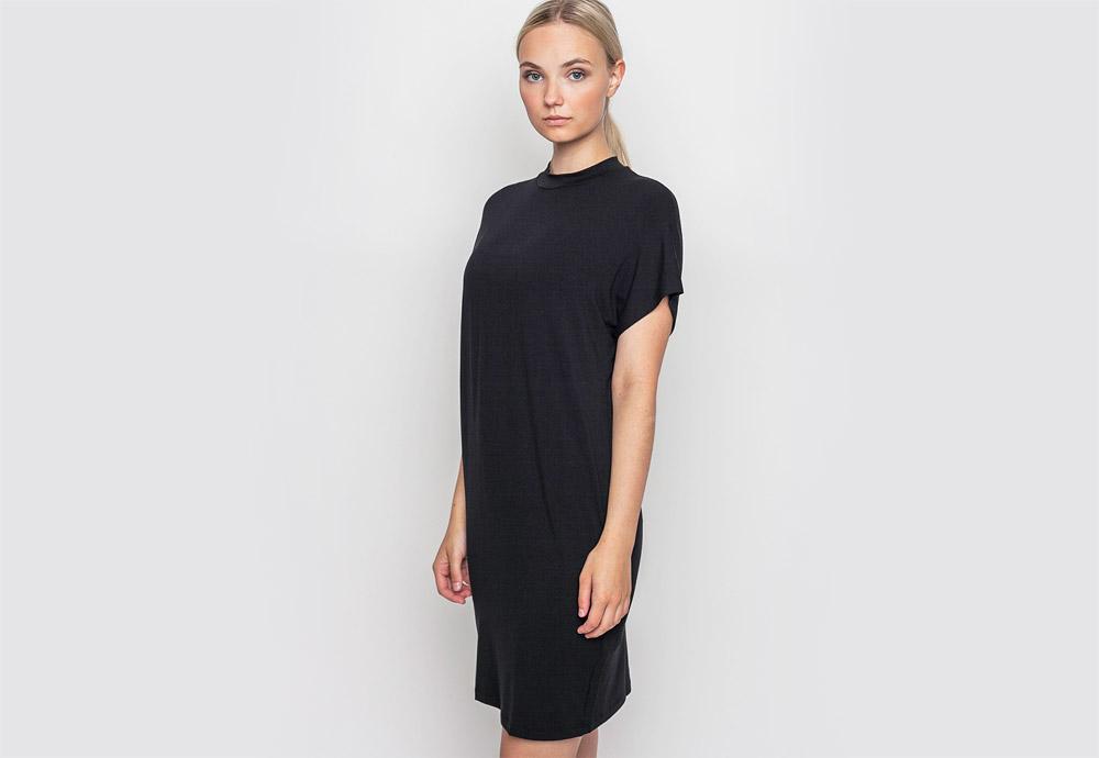mbyM — dlouhé černé šaty — minimalistické, jednoduché