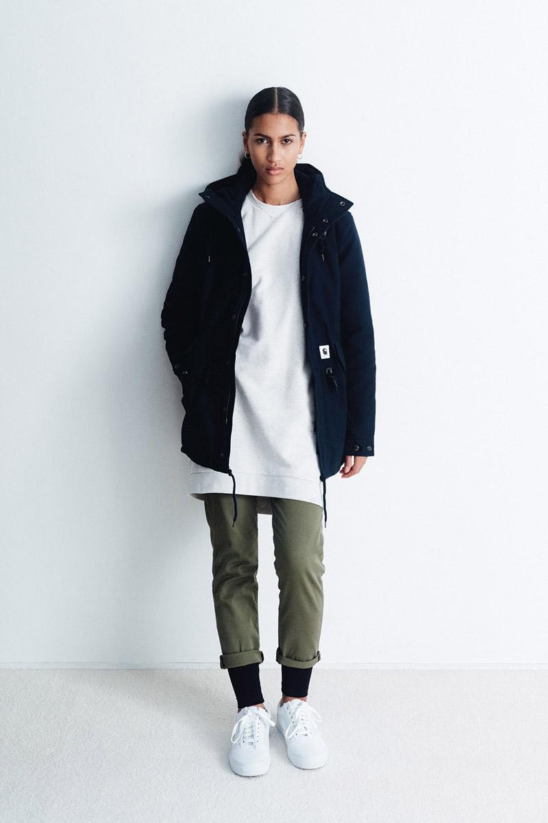 Carhartt WIP — modrá parka s kapucí — dámská — dlouhá mikina, bílá — zelené kalhoty