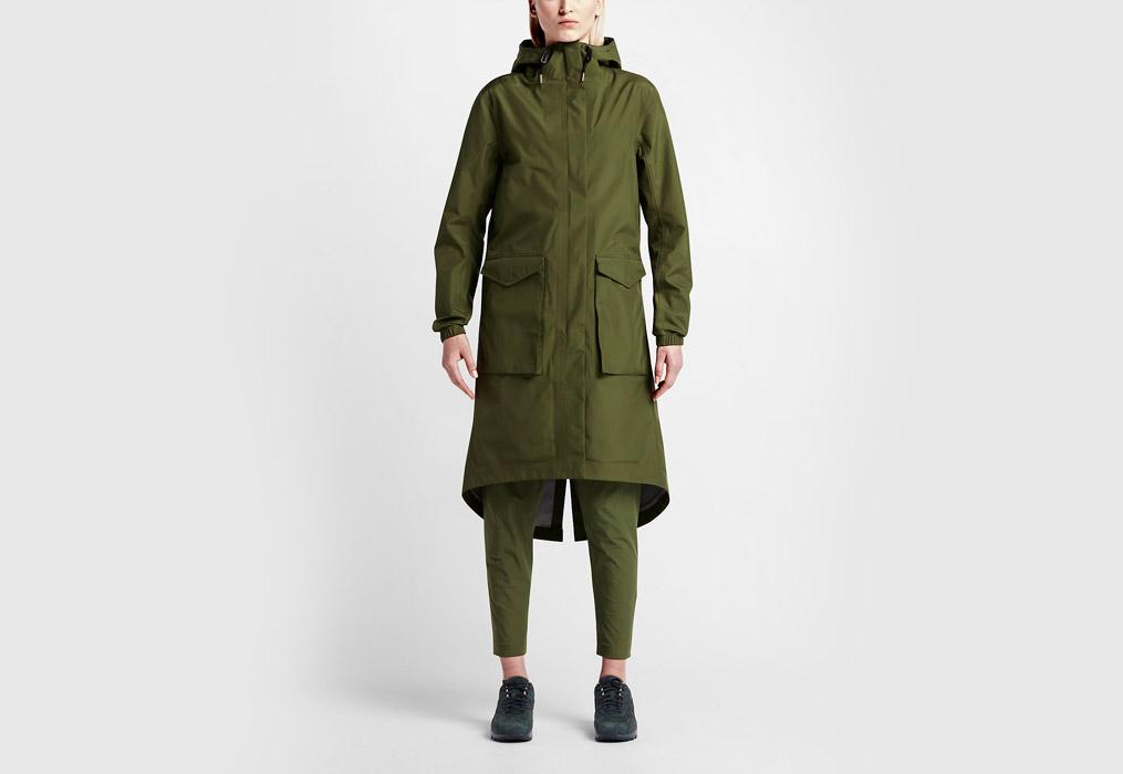 NikeLab Essentials — dámská parka — dlouhá bunda s kapucí — nepromokavá — voděodolná — zelená (army green)