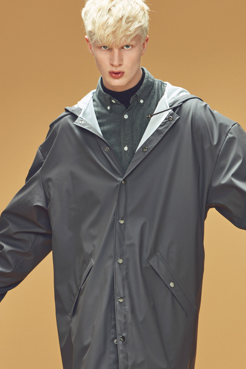 Rains — plášt do deště — šedý — pánský pršiplášť s kapucí — pláštěnka — podzim/zima 2016 — lookbook